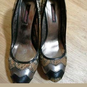 Dollhouse high heels snake color.